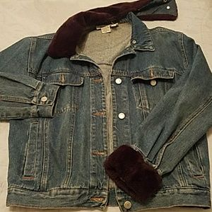 VINTAGE Blue Jean jacket with faux fur trimming